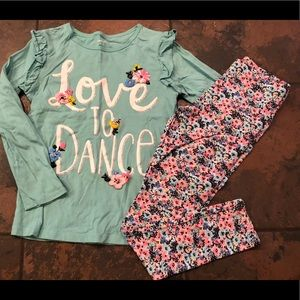 Adorable carters outfit size 7/8